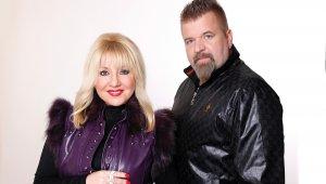 Erica C és Robby D Újbudán ünnepli 25 éves jubileumát